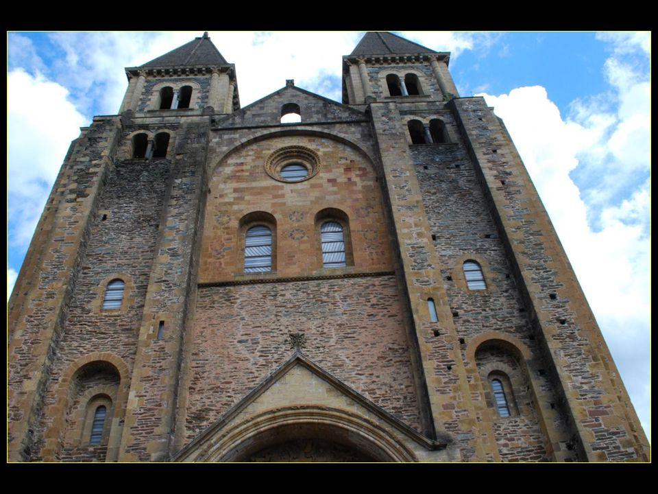 Labbatiale Sainte-Foy édifice roman du XI et XII me siècle