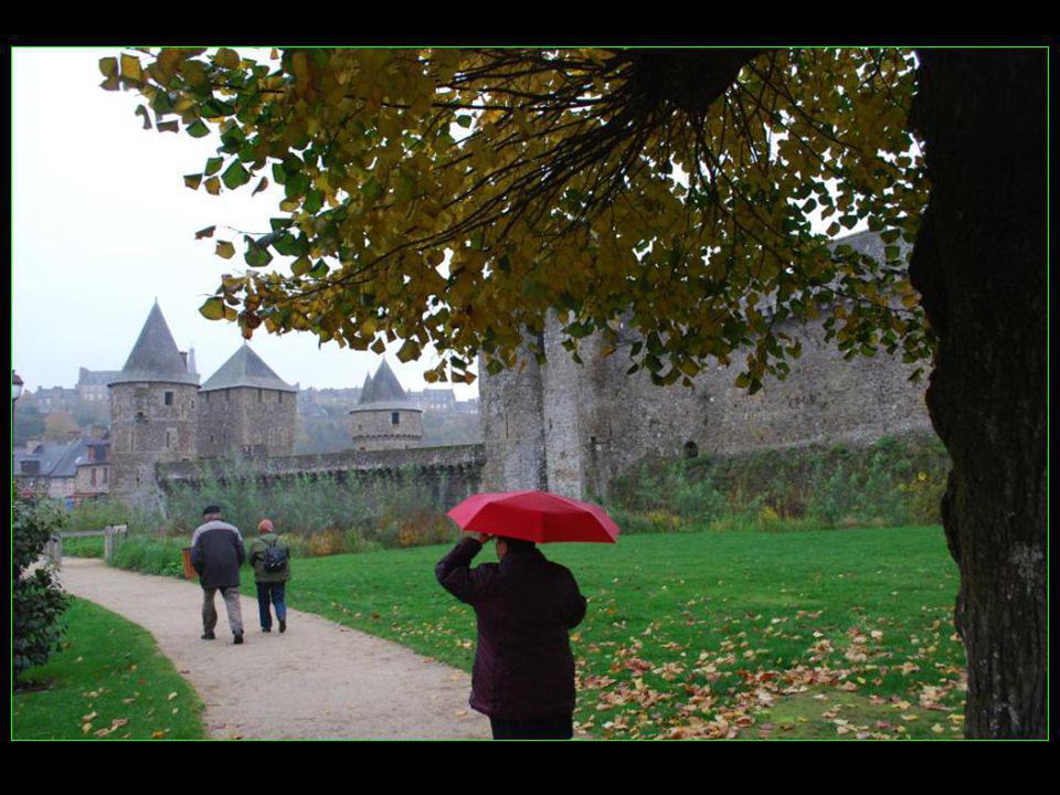 Alors une petite visite sous la pluie de novembre…..