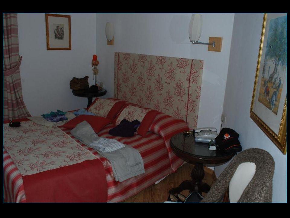 Jolie chambre avec balcon spacieux