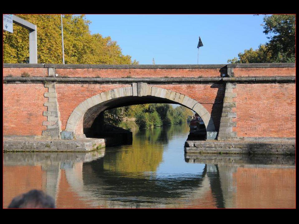Ponts jumeaux, le Carrefour des 3 canaux Toulousains, soit : Canal Du Midi, canal de Brienne Et Canal latéral