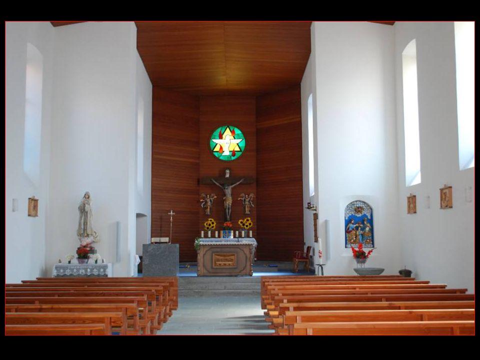 Entrons dans limposante Église dErgisch = Intérieur sobre, moderne mais plaisant