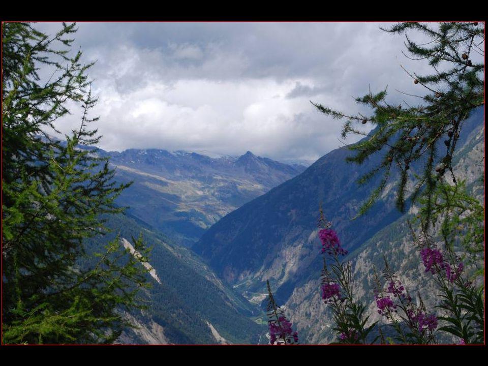 En face La vallée du Lötschental