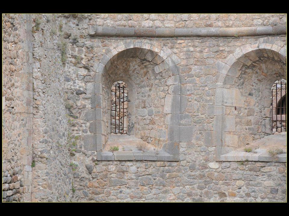 Plusieurs empoisonneuses impliquées dans laffaire des poisons, dont Anne Guesdon femme de chambre de la marquise de Brinvilliers, furent enfermées au fort Libéria