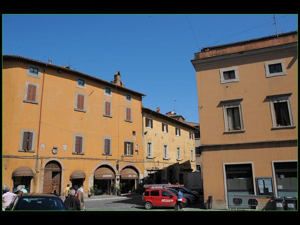 Todi est une commune italienne située dans la vallée du Tibre ( Tevere en italien ) dans la Province de Pérouse