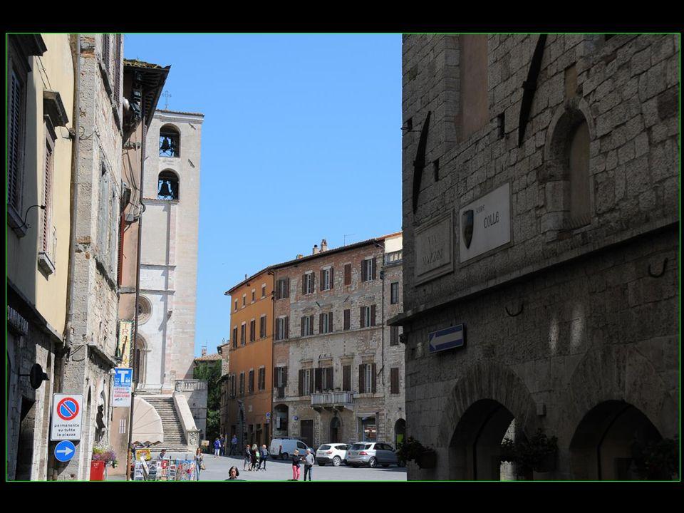 arrivons sur la place du peuple Piazza del Popolo
