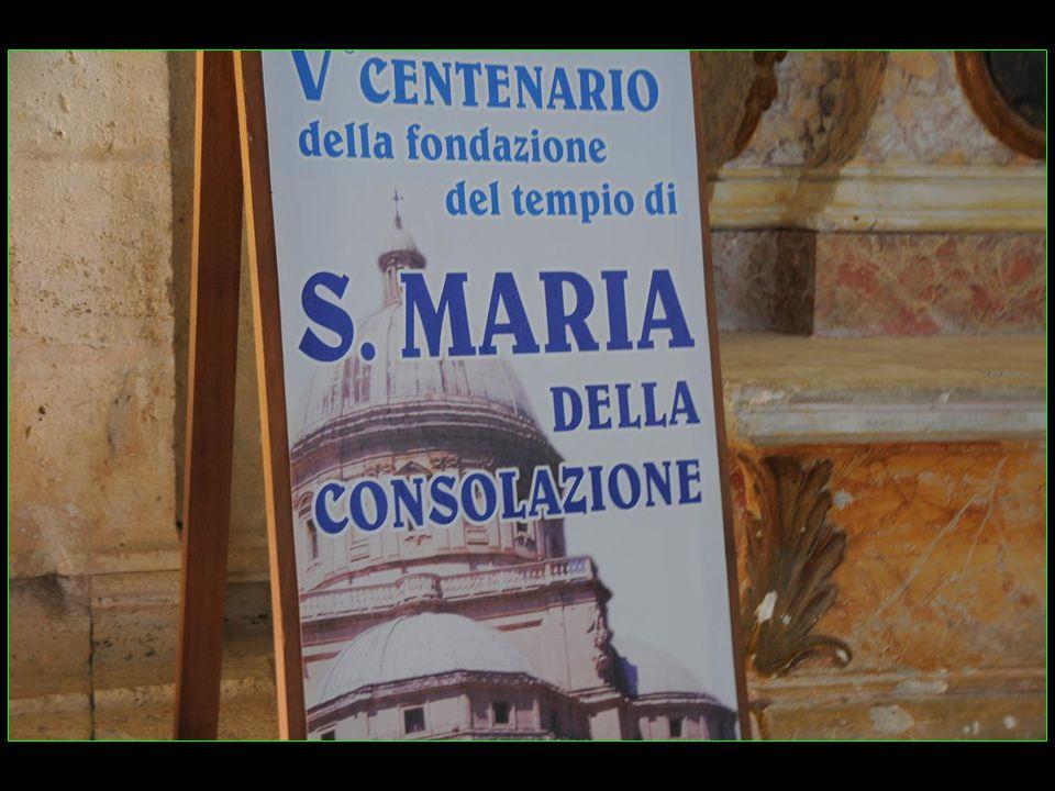 Sur le flanc de la colline de la cité, juste en dehors des murs, accueil avec léglise Santa Maria della Consolazione