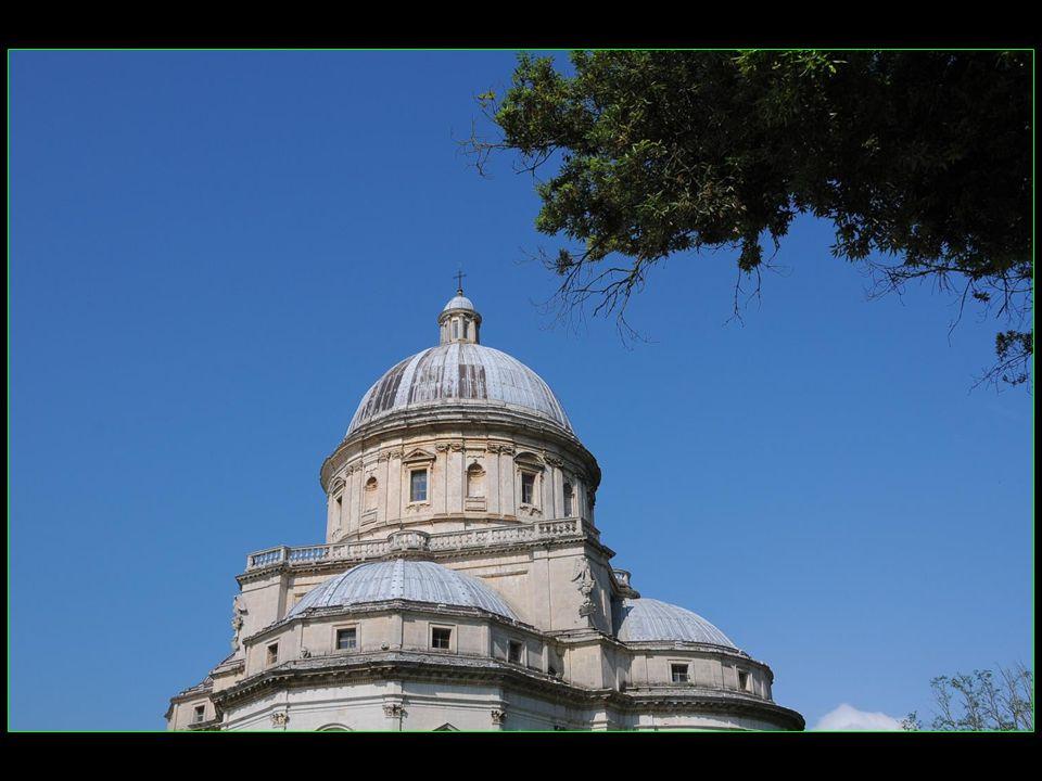 Léglise Renaissance dôme de Santa Maria della Consolazione commencée en 1508 et inaugurée seulement en 1607