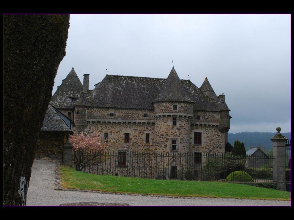 Les voyages BUCHARD en AUVERGNE Printemps 2010 Le château dAuzers Nouvelle version de 2013 défilement automatique