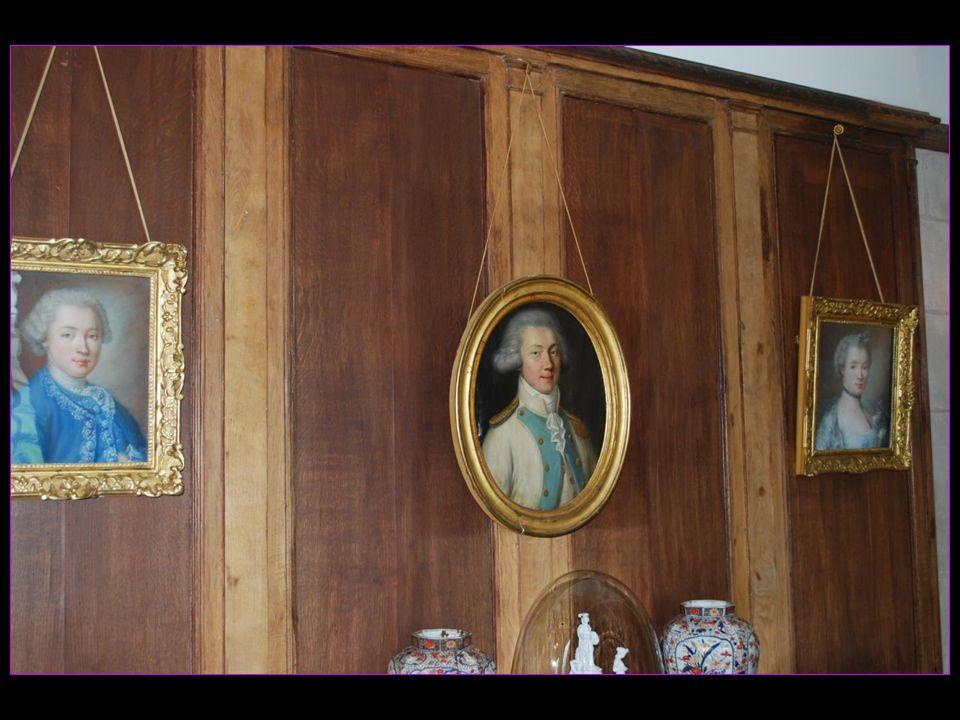 ses nombreux portraits et un mobilier dEmpire offert par Napoléon à Jean-Louis dAuzers