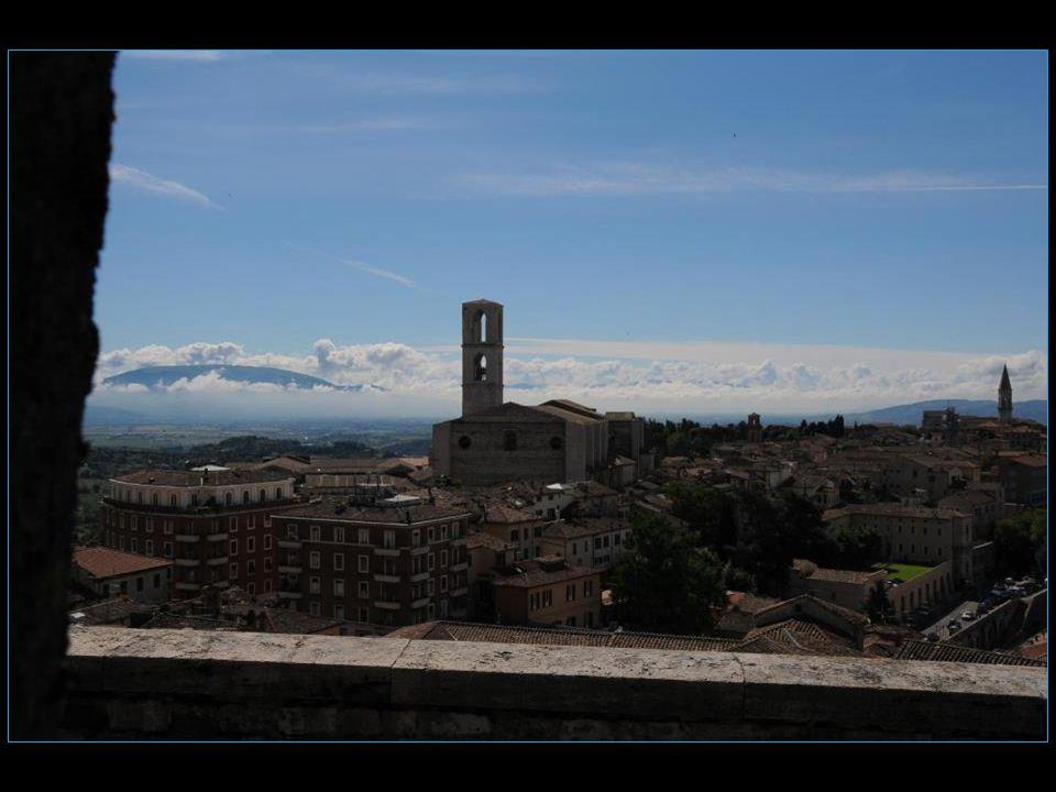 Les voyages BUCHARD LOMBRIE Printemps 2013 Pérouse Perugia défilement automatique