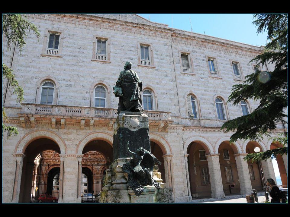 Pietro Vannucci dit le Pérugin 1448 – 1523 Peintre né à Citta della Pieve et il doit son surnom le Pérugin à la ville de Pérouse où il mourut