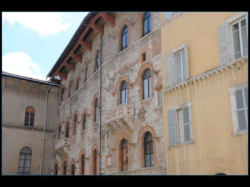 Le Corso Vannucci est lartère principale de la ville de Pérouse