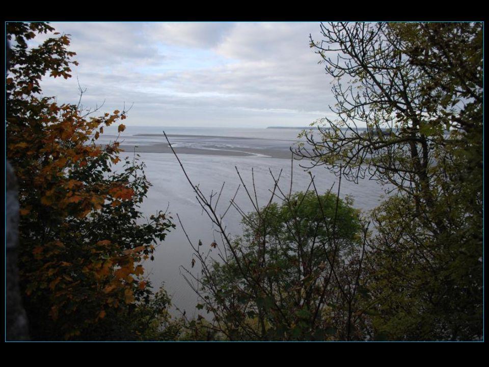 Lexplication est que les grandes marées (marées déquinoxe) ont lieu lors de la première syzygie qui suit léquinoxe (21 mars et 21 septembre)