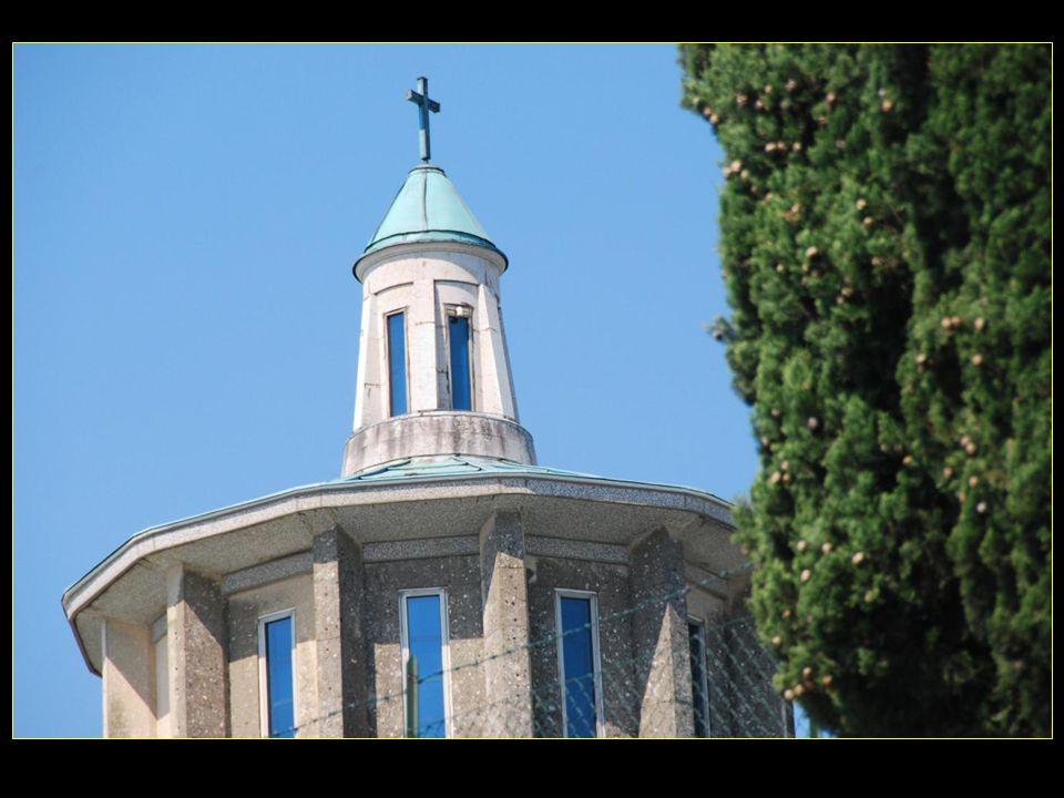 Santurio NS Signora di Lourdes, construit dans le centre ville de Vérone vers le 50me anniversaire de lapparition de la Vierge Marie à Lourdes, et a été détruite par les bombardements en 1945