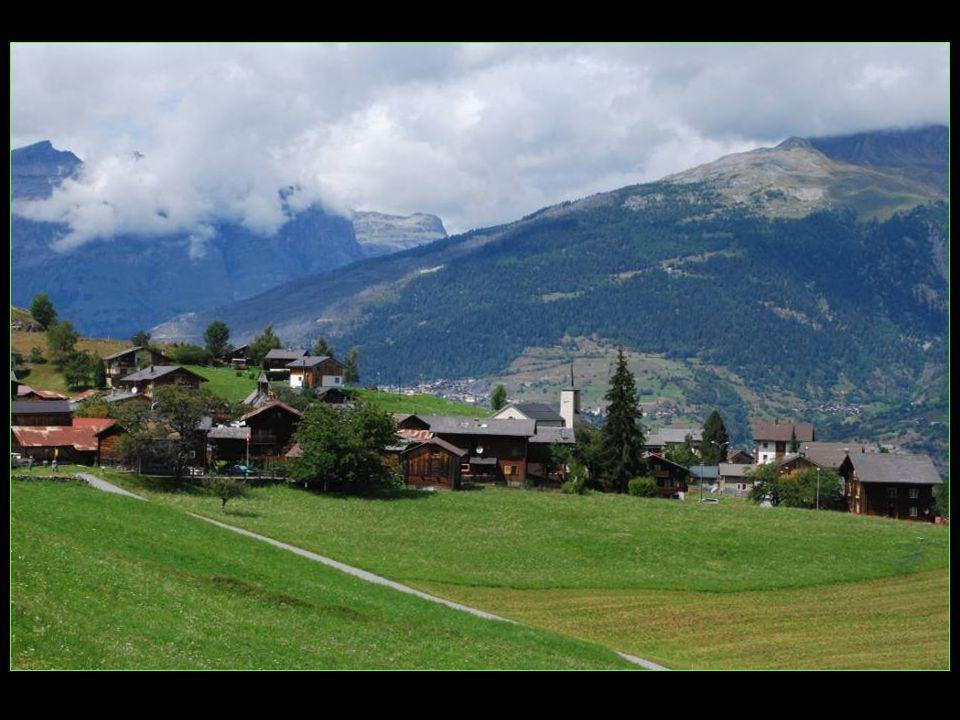 charmant village comprenant aussi les localités de Gruben et Undi Salweide Obri superficie : 50, 27 km2 altitude : 1335 mètres 140 habitants environ district de Loèche