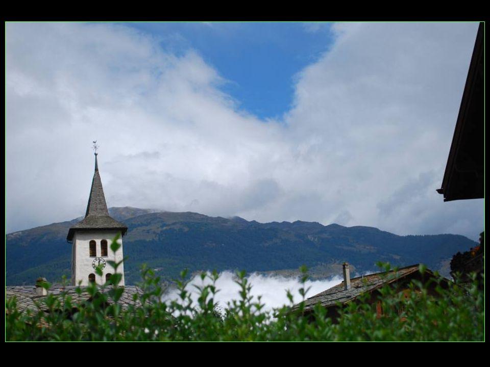 joli village de 160 habitants environ Altitude : 1003 mètres Superficie : 1,18 km2 District de Loèche