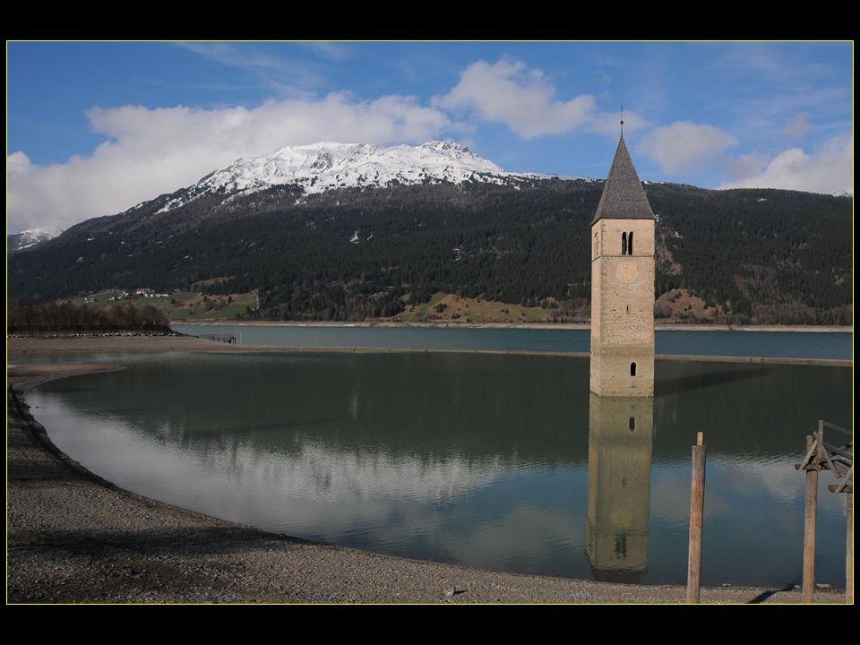 Le village original a été abandonné en 1950 en raison de la création du lac et reconstruit sur les nouveaux rivages