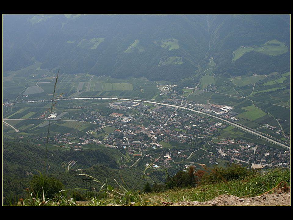Coup dœil sur le village de Naturno