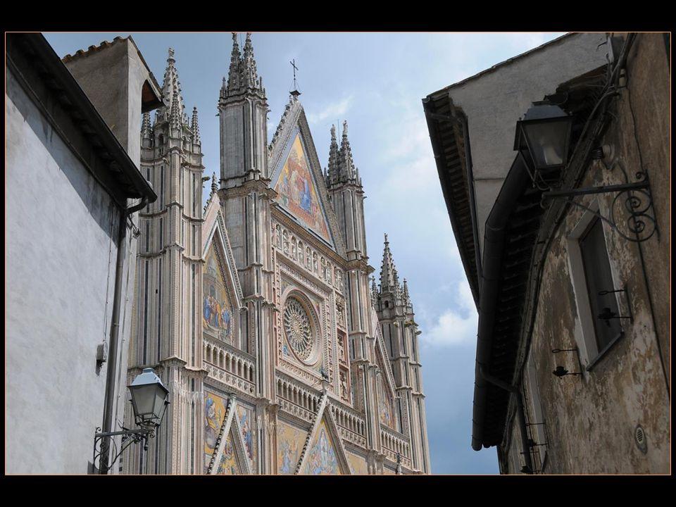 splendeur avec sa cathédrale sublime voir diaporama séparé consacré entièrement à ladite cathédrale