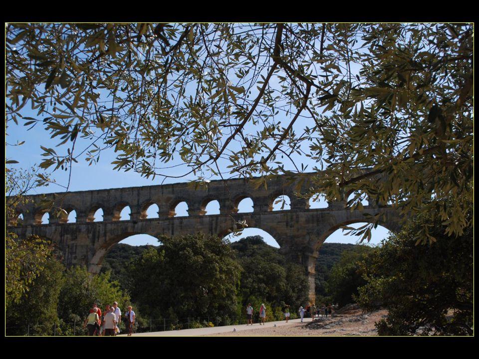 Le pont du Gard est devenu monument historique en 1914 inscrit au patrimoine de lUnesco en 1986 Le pont du Gard est devenu monument historique en 1914 inscrit au patrimoine de lUnesco en 1986