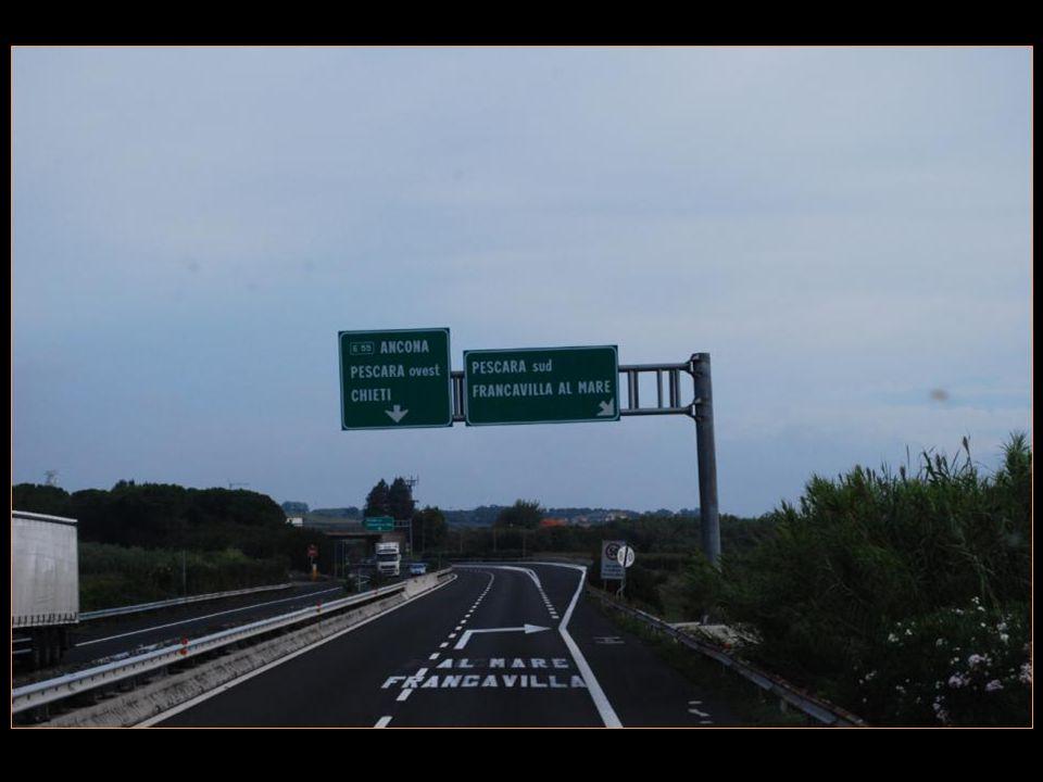 Petit arrêt sur lautoroute dans la région des Abruzzes