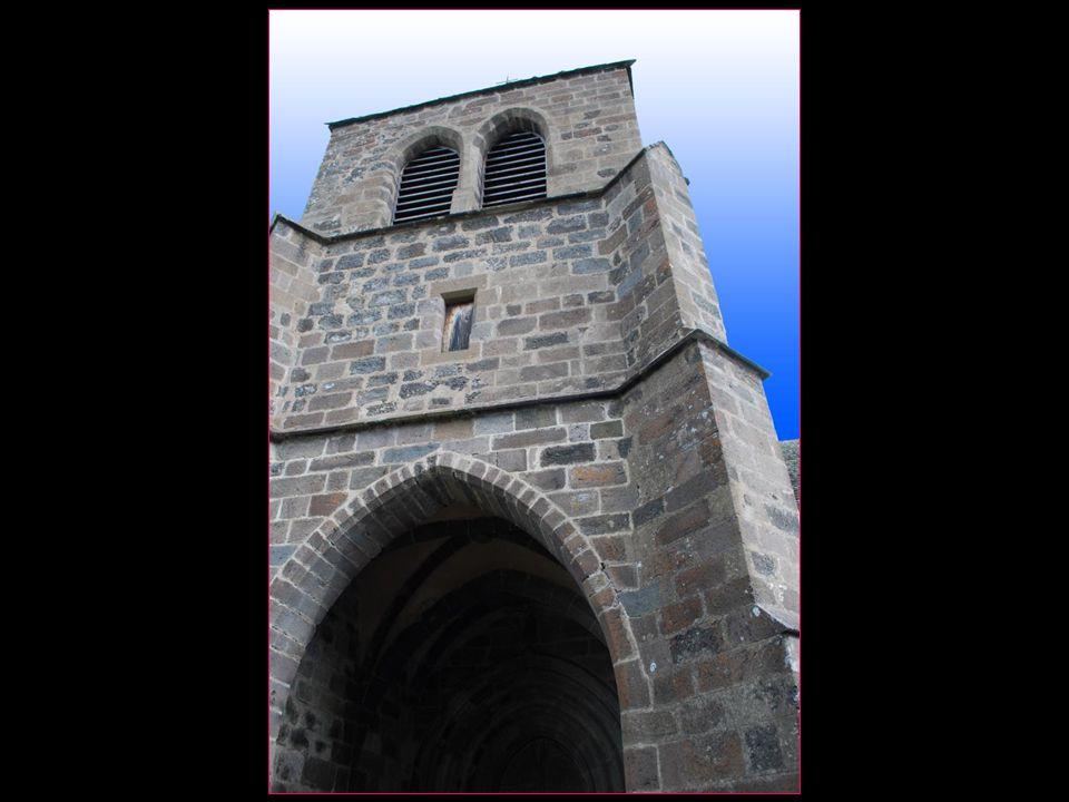 Eglise Saint-Léger église romane du XI me siècle restaurée au XV me siècle