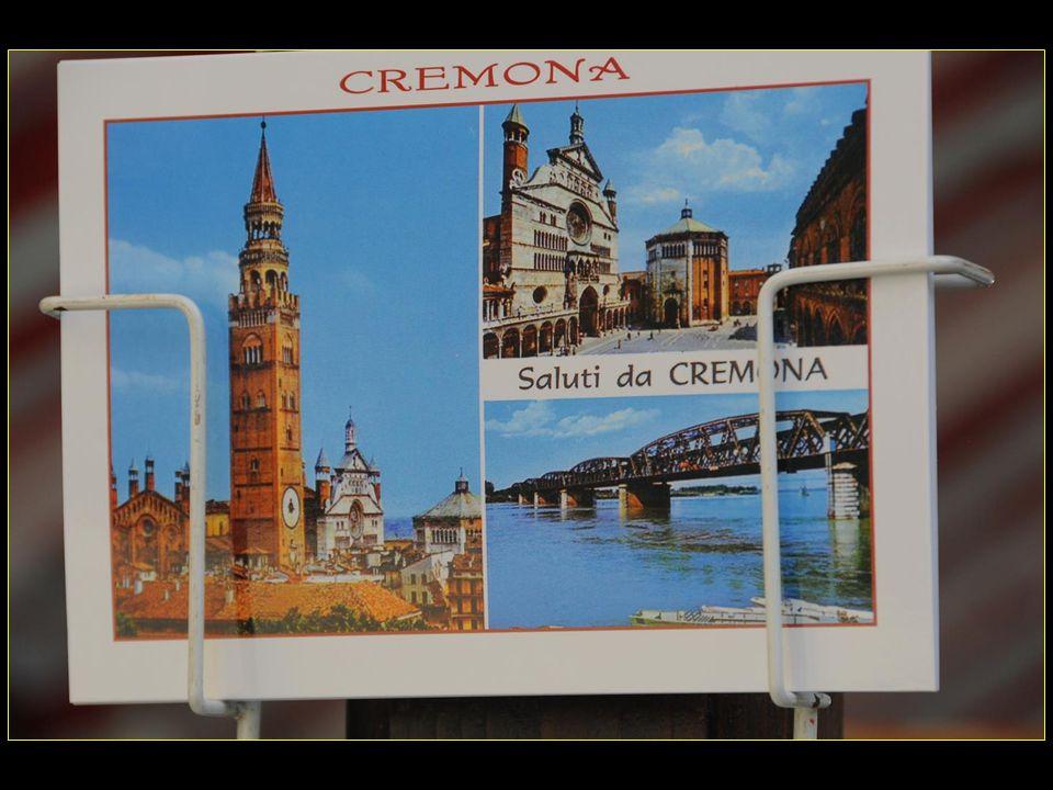 Crémone Cremona en italien est une ville italienne de 72100 habitants, chef-lieu de la province du même nom en Lombardie dans la plaine du Pô