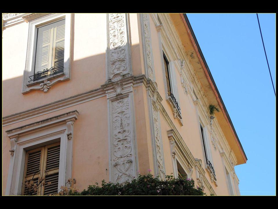 Personnes nées à Cremona : Sofonista Anguissola, 1532-1625, femme-peintre de la Renaissance, de renommée mondiale Claudio Monteverdi, né en 1567, compositeur Antonio Stradivari dit Stradivarius, né en 1644, luthier