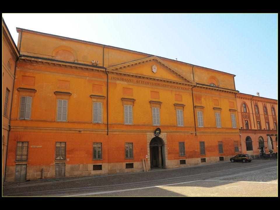 suite des personnes nées à Crémone : Giovanni, Giuseppe, et Pietro Guarneri, nés en 1655,1666, 1695, famille de luthiers Amicare Ponchielli, né en 1834, compositeur Ugo Tognazzi, né en 1922, acteur