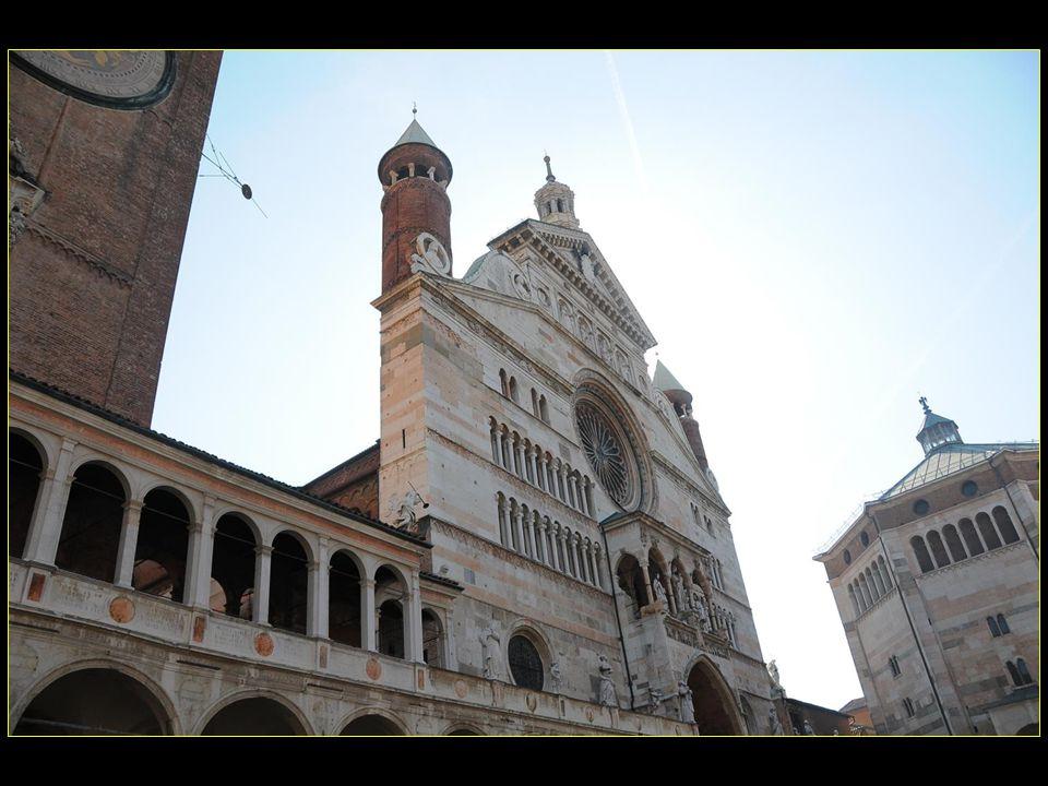 La cathédrale ( Duomo ) et le baptistère
