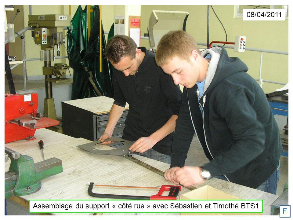 08/04/2011 F Assemblage du support « côté rue » avec Sébastien et Timothé BTS1
