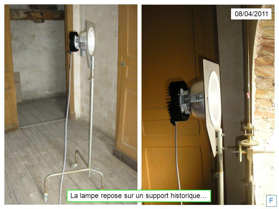 F 08/04/2011 La lampe repose sur un support historique…