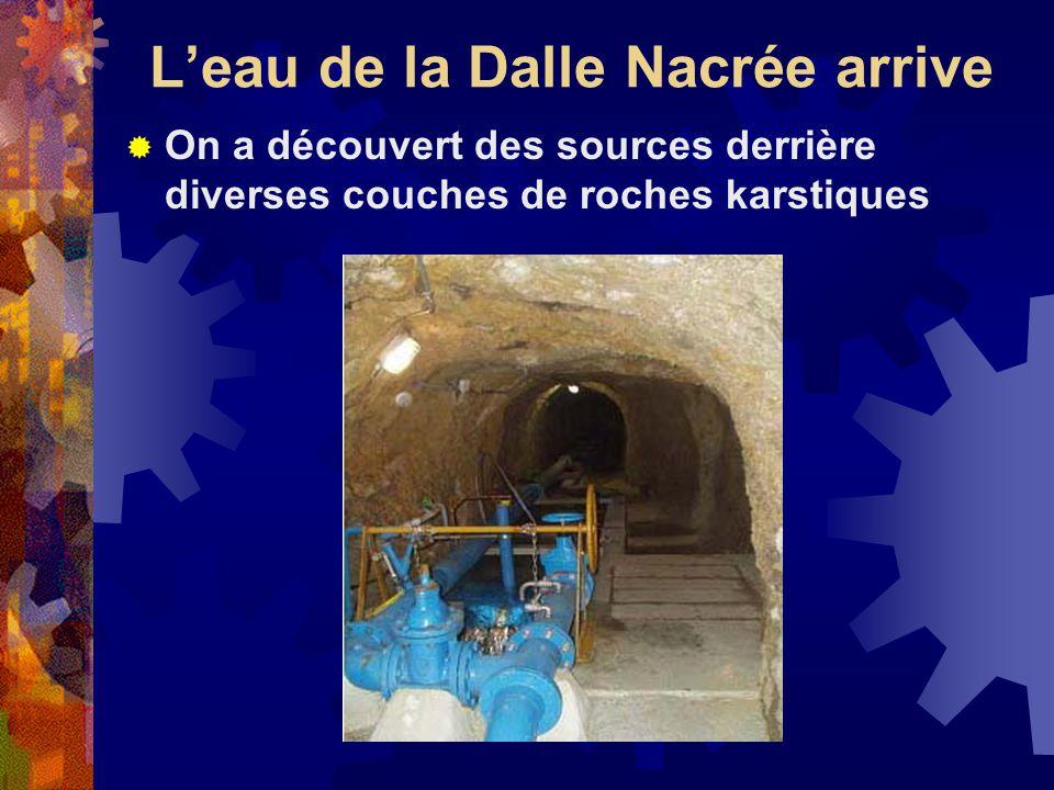 Leau de la Dalle Nacrée arrive On a découvert des sources derrière diverses couches de roches karstiques