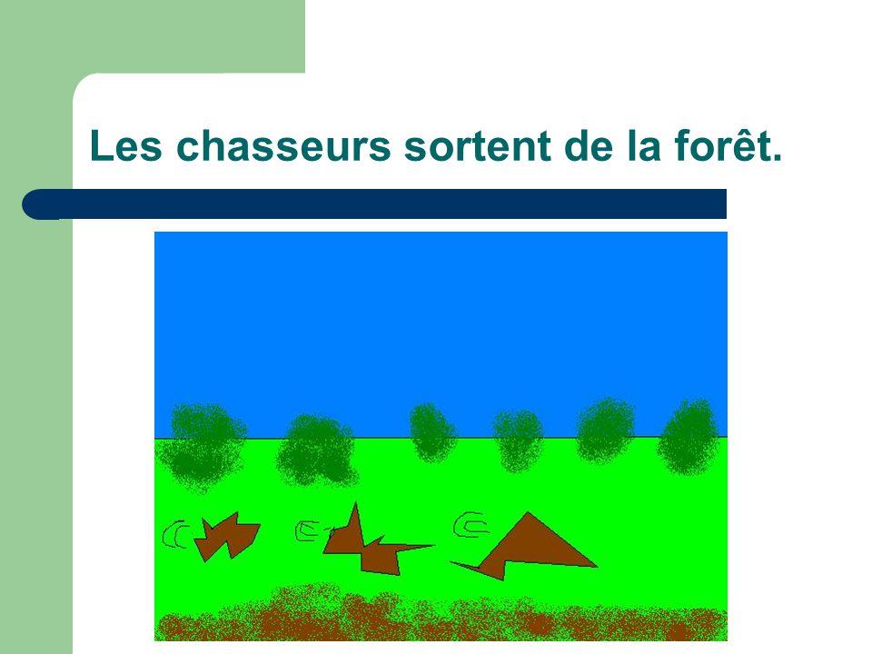 Les chasseurs sortent de la forêt.