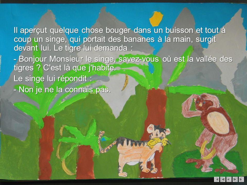 Il aperçut quelque chose bouger dans un buisson et tout à coup un singe, qui portait des bananes à la main, surgit devant lui.