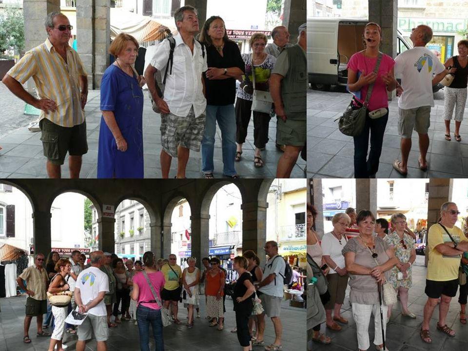 La place Carnot La place du marché, cœur du village, et lieu de rassemblement des Marseillanais, fut couverte en 1310 d'un édifice en bois, et remplac