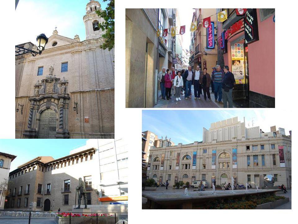 Marché Central: Avda César Augusto. Il a été bâti par Félix Navarro et il a été réformé par Félix Magdalena en 1903 en style contemporain. Il est situ