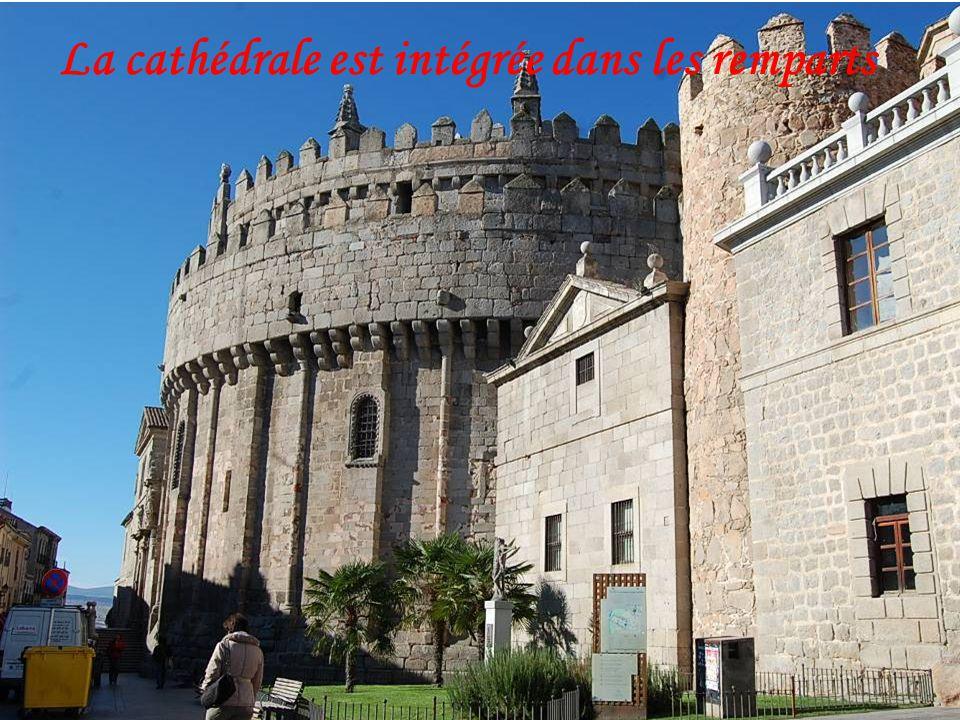 Fondée au XIe siècle pour protéger les territoires espagnols contre les Maures, cette « Ville des saints et des pierres », berceau de Sainte Thérèse e