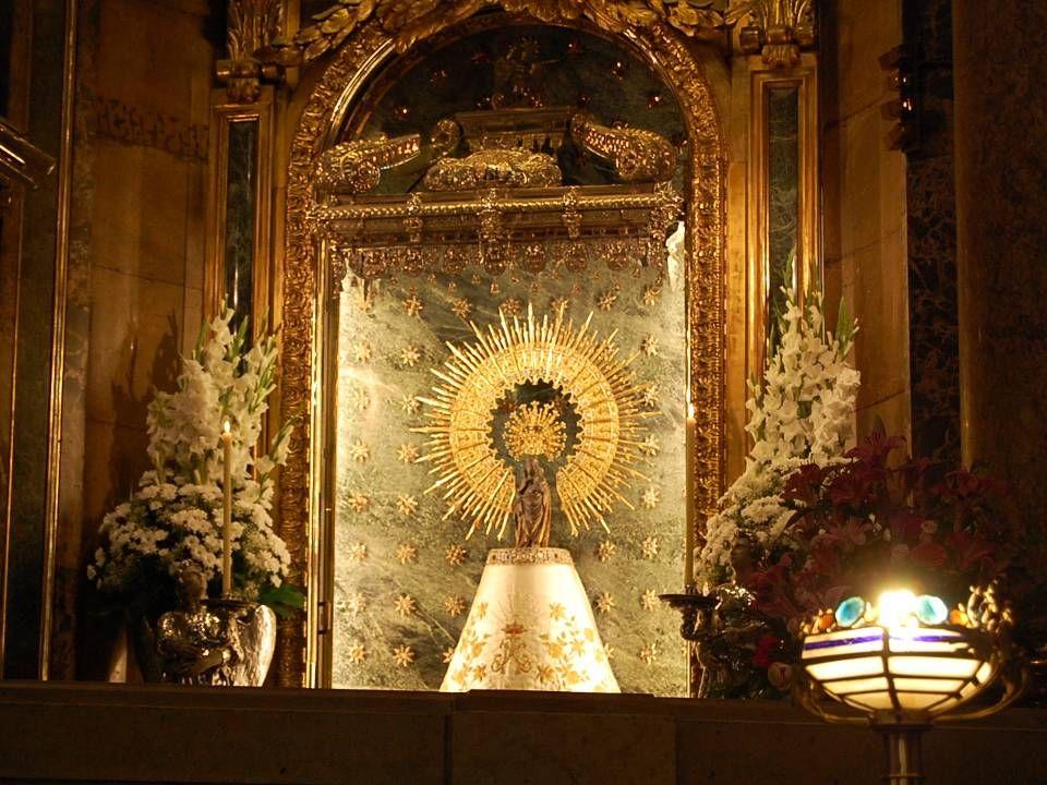 La basilique « EL PILAR » est le sanctuaire le plus important de lEspagne. Son rayonnement est mondial. Avant linvasion musulmane advenue en 711, il e
