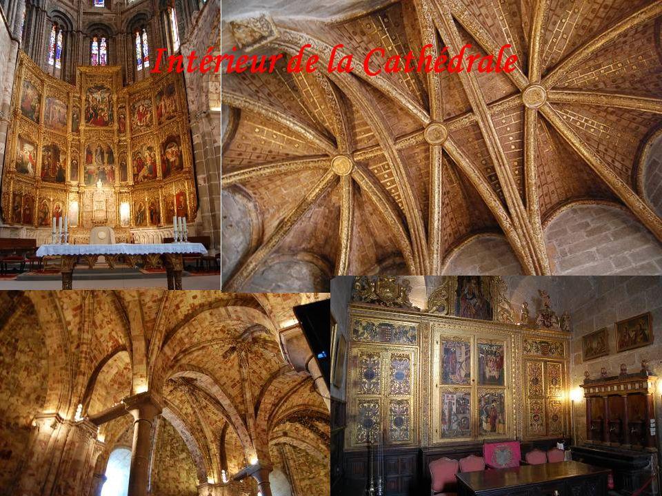 La plus ancienne cathédrale du gothique espagnol Sa construction commença suivant le style roman, puis le maître Frichel reprit le projet et construis