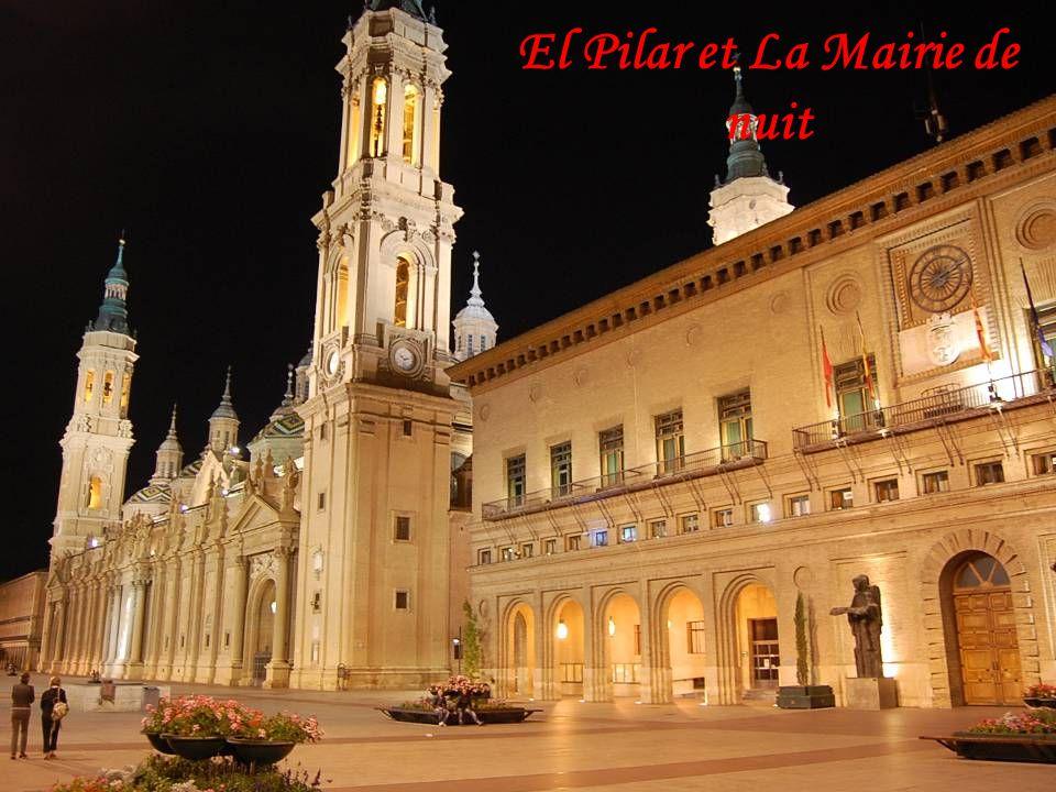 El Pilar et La Mairie de nuit