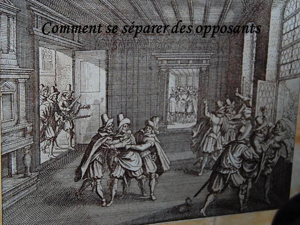 Après la Cathédrale, nous pénétrons dans lancien Palais Royal
