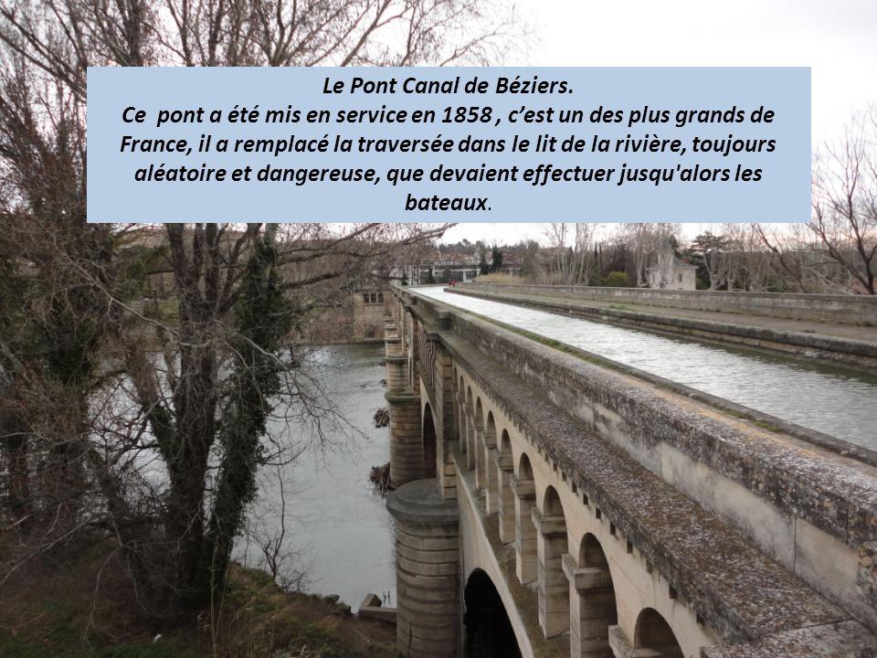 Nous franchissons, le « Pont Canal » La Cathédrale Saint Nazaire