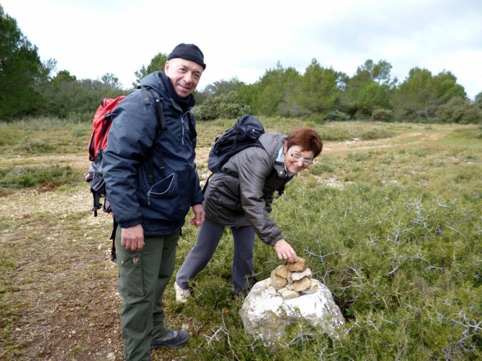 Il faut participer à la construction de ce cairn pour les prochaines randonnées!
