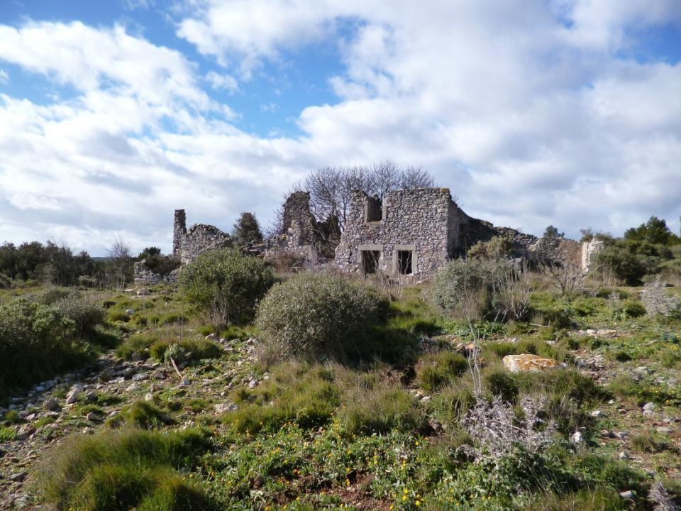 Une escale au milieu des ruines de Tuffarel, site digne des paysages décrits dans les romans de Marcel Pagnol.
