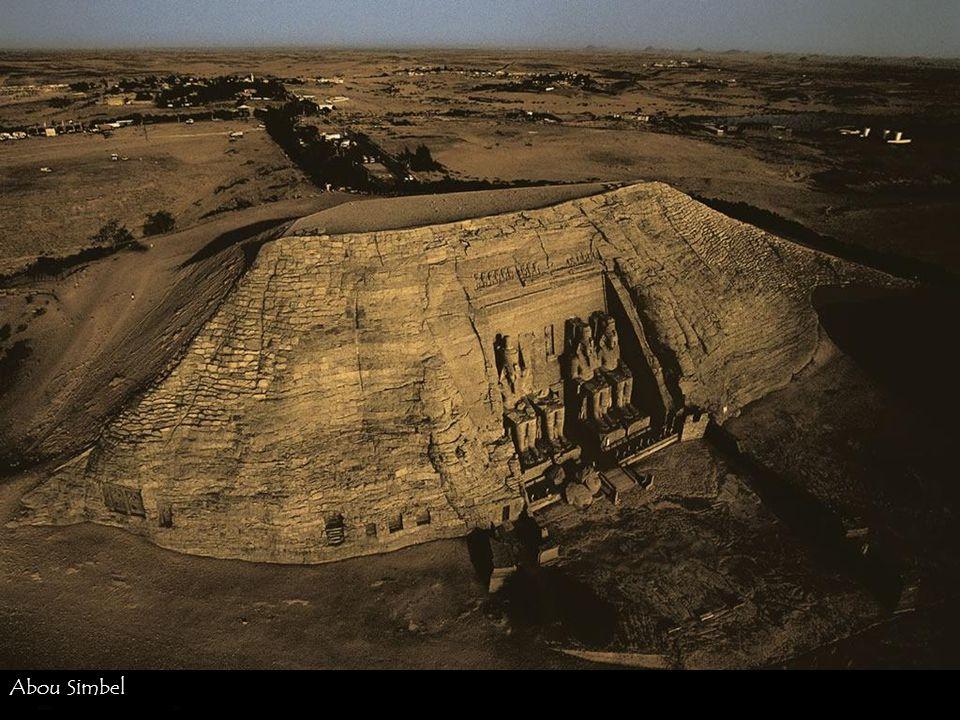 Village de chiffonniers au Caire. 30°02N, 31°12E