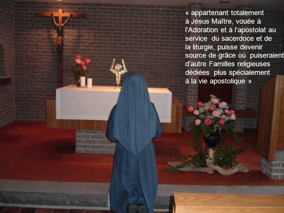 Le 10 février 1924, le Bienheureux, Jacques Alberione fondait la Congrégation des Sœurs Disciples du Divin Maître afin que la nouvelle Famille religie