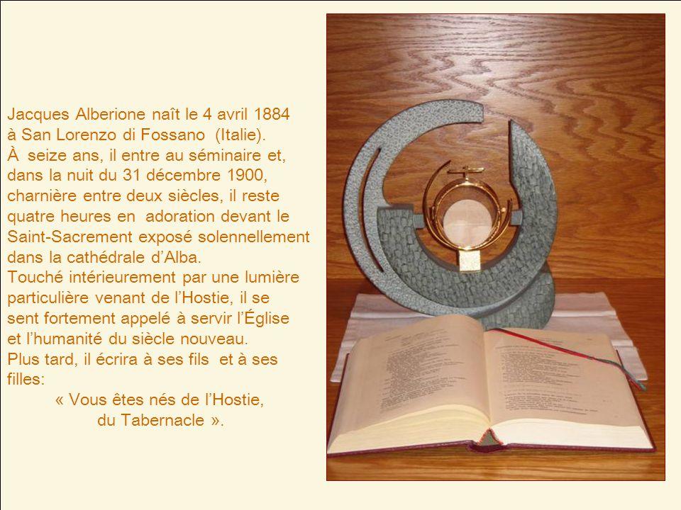 Jacques Alberione naît le 4 avril 1884 à San Lorenzo di Fossano (Italie).