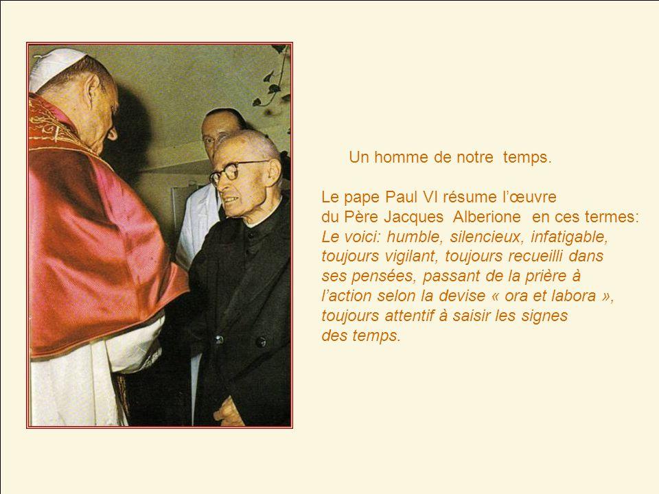 Jacques Alberione naît le 4 avril 1884 à San Lorenzo di Fossano (Italie). À seize ans, il entre au séminaire et, dans la nuit du 31 décembre 1900, cha
