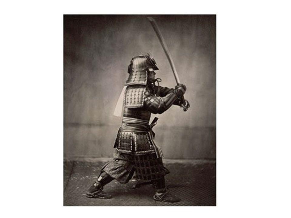 Cest un samouraï. Il est japonais.